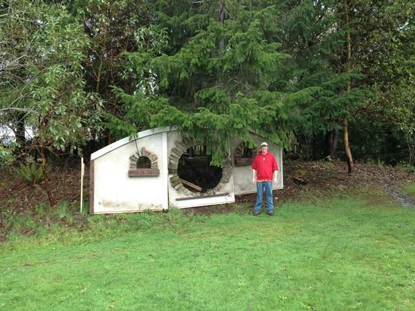 O passo-a-passo do cara que construiu uma toca de Hobbit no quintal