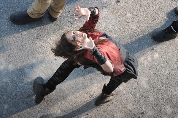 Elizabeth Olsen fala sobre os poderes da Feiticeira Escarlate em Vingadores 2
