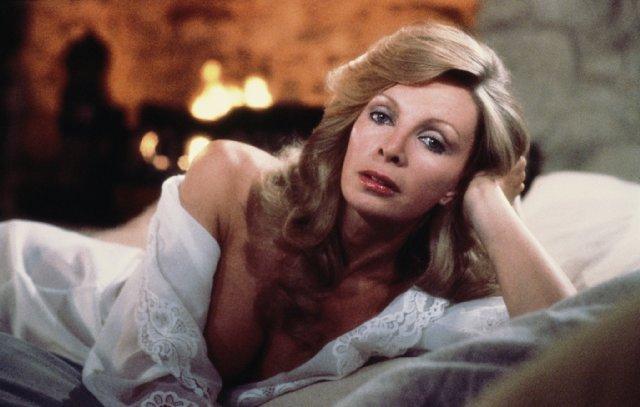 Bond-Girls-Parte-4-musas-de-007-nos-anos-80_3