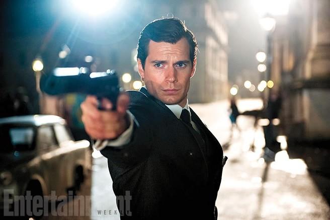O Agente da U.N.C.L.E.   Henry Cavill como agente secreto no primeiro trailer do longa