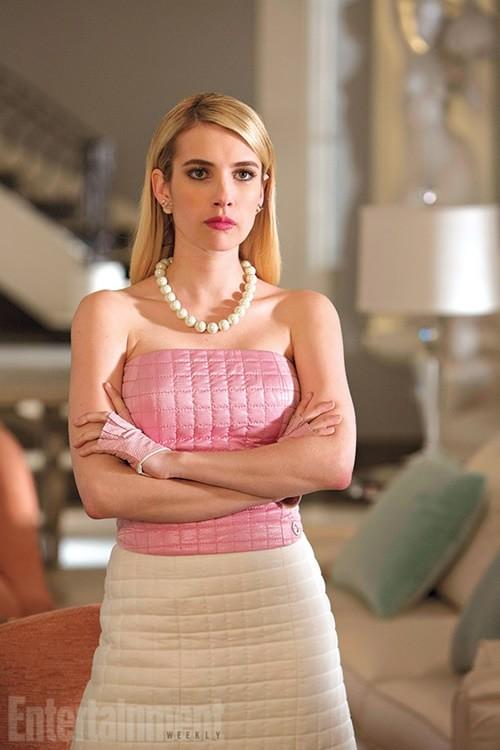 Scream Queens | Emma Roberts, bolas de chiclete e sangue em novo teaser