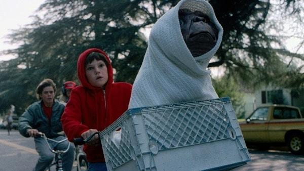 18 filmes incríveis sobre extraterrestres, invasões e abduções