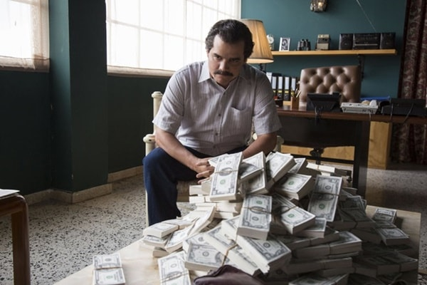 Narcos - 1º episódio | Um novo olhar sobre a trajetória de Pablo Escobar