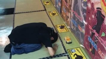 WTF Japão | Centros de jogos disponibilizam espaço para japoneses venerarem suas musas