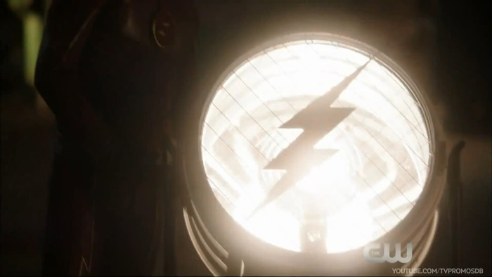 The Flash - Episódio 2x01 | Easter eggs e referências