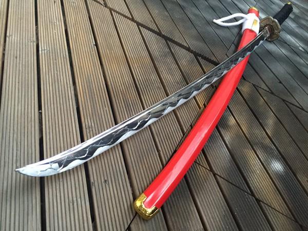 kabaneri-of-the-iron-fortress-cosplayer-recria-espada-de-kurusu (2)