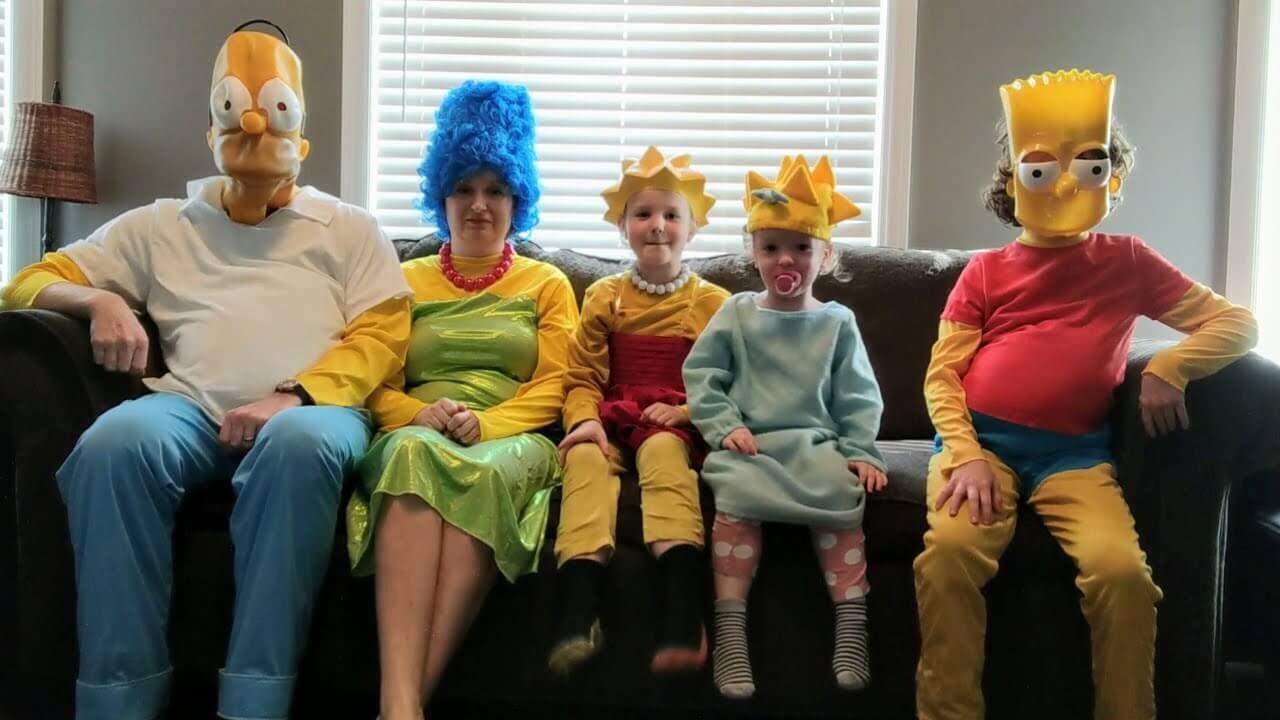"""Família em quarentena recria a abertura de """"Os Simpsons"""""""