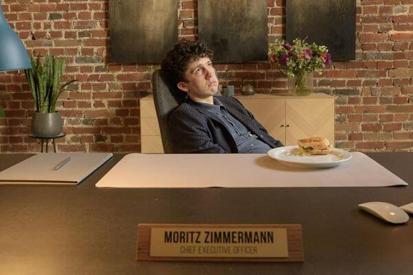 Como Vender Drogas Online (Rápido) 2º temporada | Moritz tinha que ficar de joelhos em cima de caroços de milho como castigo