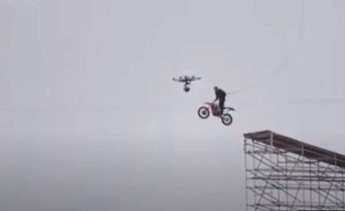 Missão Impossível 7   Tom Cruise dispensa dublê e faz salto insano