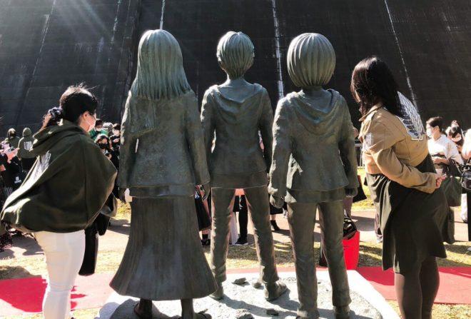 Attack On Titan | Escolheram o local perfeito para estátuas do anime