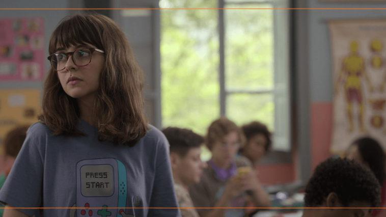 Confissões de Uma Garota Excluída (2021) | Filme acerta ao dialogar com atual geração