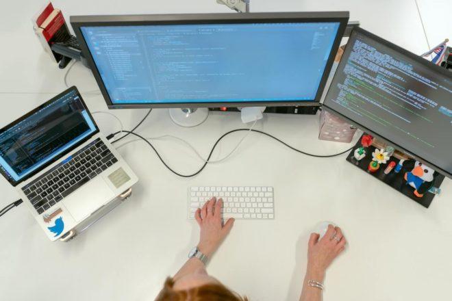USP oferece curso gratuito de programação para garotas que cursaram o ensino médio